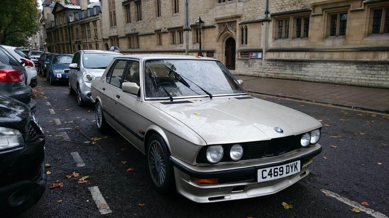 BMW520iE281981–1988 1300x731 - BMW 520i (E28) 1981–1988