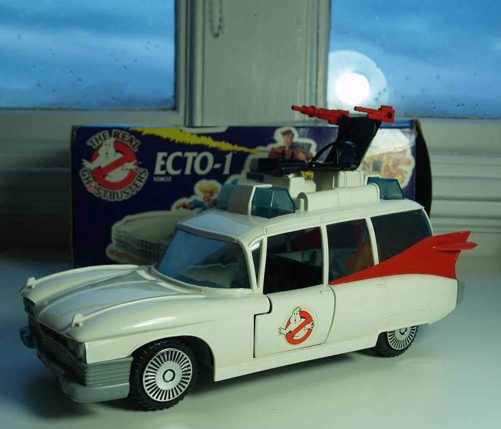 5 1 - Retro Motors Feature - Cartoon Vehicles