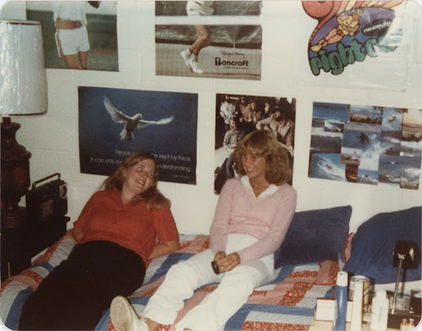 01080sbedr - Retro GOLD - 80s Teen Bedrooms