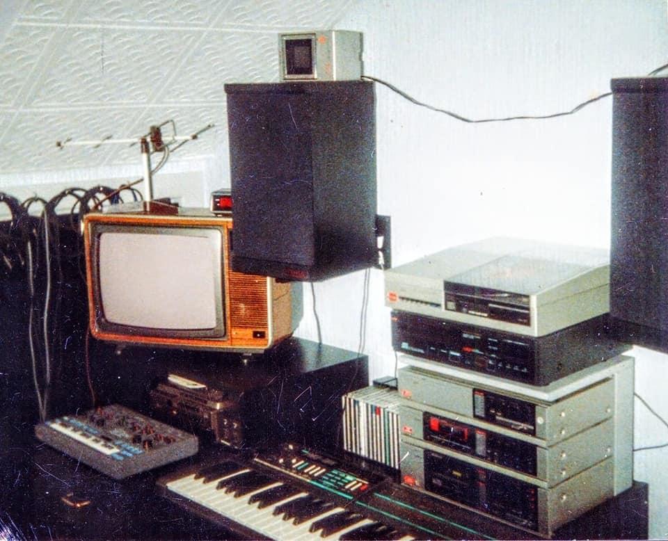 Retro Tech Enthusiast - 80s Teen Bedrooms